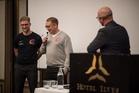 Kuopio Steelersin edustajat vas. Santeri Inkinen ja päävalmentaja Pekka Utriainen.